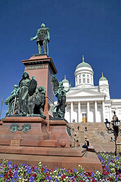 Helsinki downtown: Alexander II monument & Lutheran Cathedral